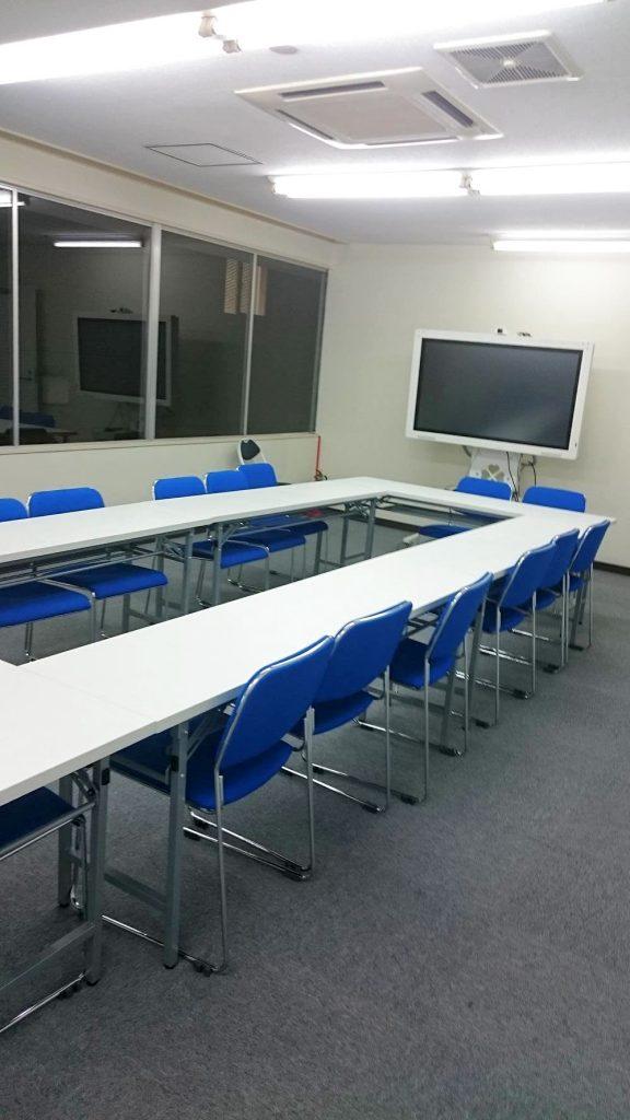 横浜駅前の貸会議室、セミナールームの画像です